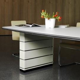 Tisch Fifties mit Profil